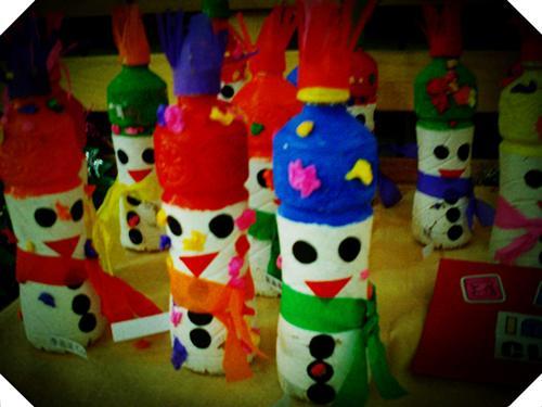 幼儿园动态  孩子们的饿手工作品--圣诞树